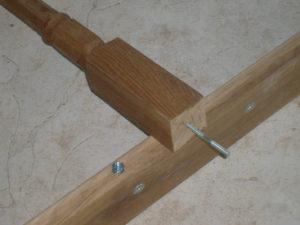 Как крепить балясины к перилам и ступеням: основные способы и видео