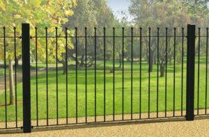 Забор с коваными элементами