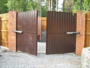 Как сделать распашные ворота с электроприводом своими руками