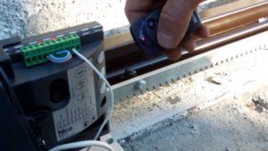 Как самостоятельно сделать электропривод для откатных ворот