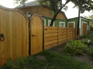 Как сделать деревянный забор своими руками