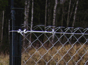 Как сделать забор из сетки-рабицы своими руками