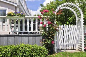 Как сделать декоративный забор своими руками